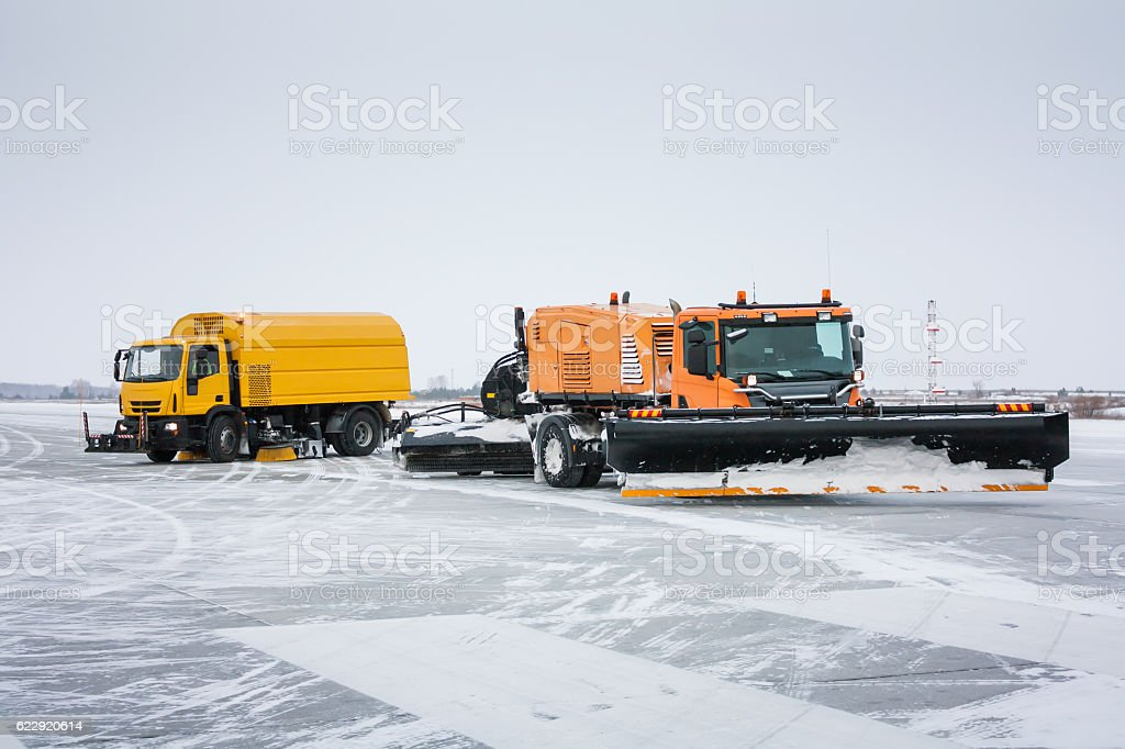 Airfield sweeper-vacuum machine and snowblower universal cleaning truck стоковое фото