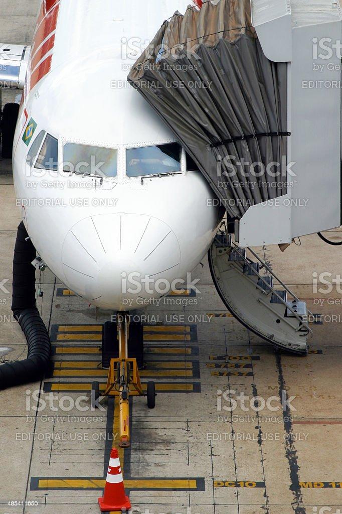 TAM Airline avião no Aeroporto Internacional de Brasília, Brasil - foto de acervo