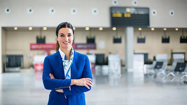 Airline stewardess in airport lounge - foto de stock