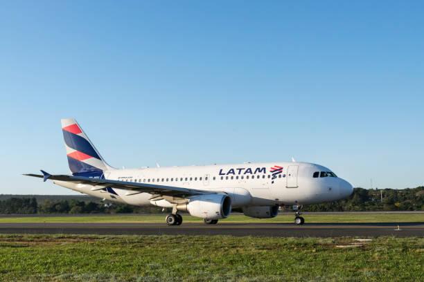 Aeronaves de LATAM Airlines - Airbus A319 - foto de acervo