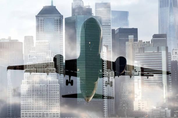 Flugzeug über der Skyline von New York City – Foto