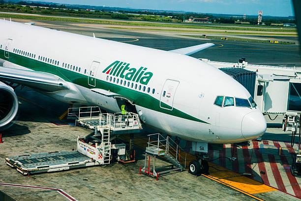 Avião antes da partida. - foto de acervo
