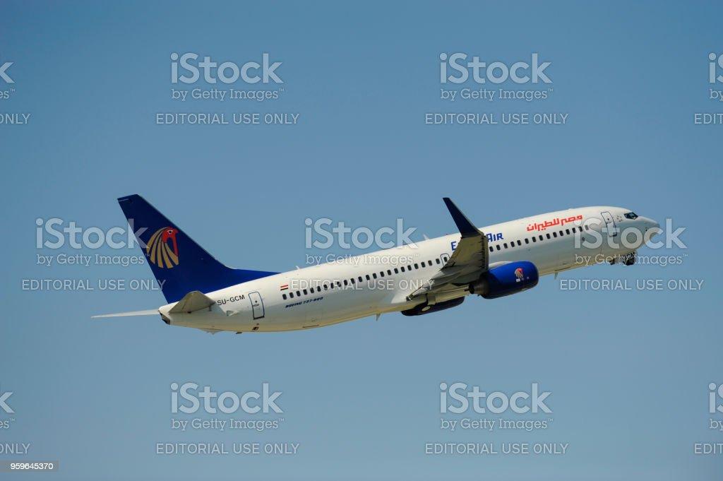 Avión Boeing 737-800 de la aerolínea Egypt Air en el despegue desde el aeropuerto de Munich, Alemania - Foto de stock de Aeropuerto libre de derechos