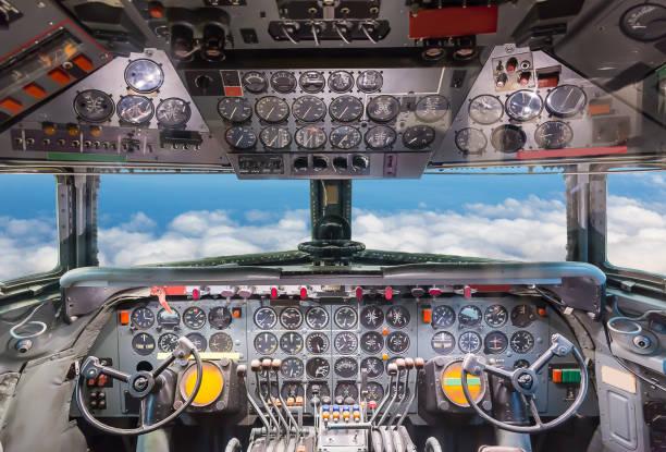 airplane cockpit view. - steuerungstechnik stock-fotos und bilder
