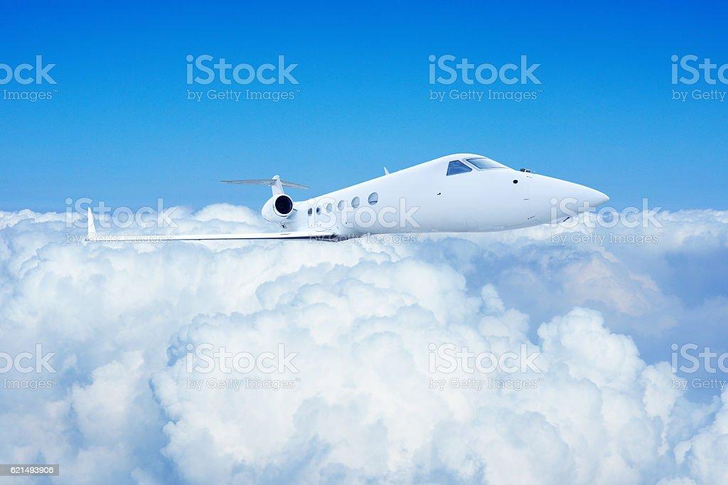 Airplane Flight in Blue Sky photo libre de droits