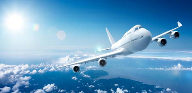 vliegtuig vliegen boven de wolken - vliegtuig stockfoto's en -beelden
