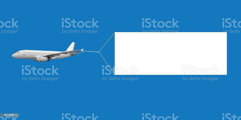 Avion volant dans le ciel en tenant une bannière blanche vierge - Photo