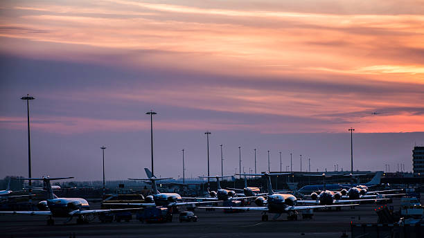 airplane illuminated by sunset light - schiphol stockfoto's en -beelden
