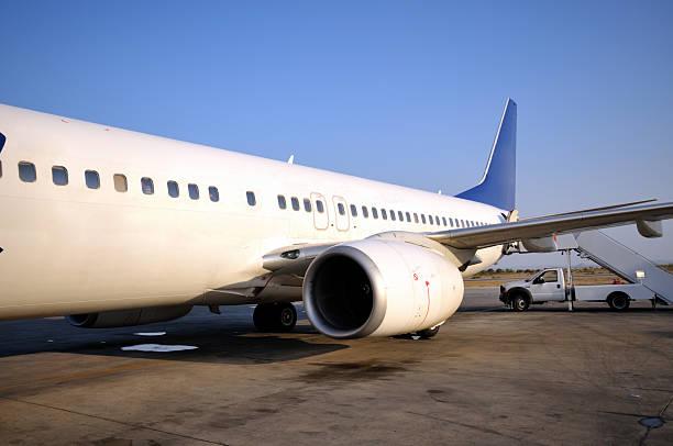 Samolot na lotnisku Ercan, Cypr – zdjęcie