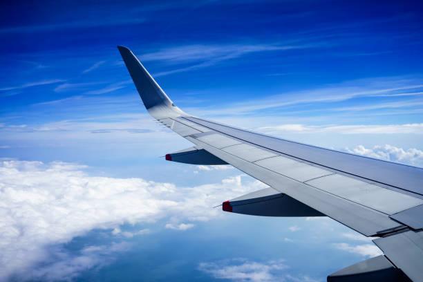 비행기는 유럽 비행에 - 항공기 날개 뉴스 사진 이미지
