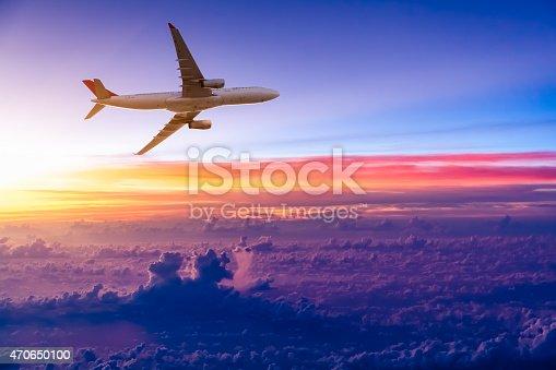 Flugzeug Am Himmel Bei Sonnenaufgang Stock-Fotografie und mehr Bilder von 2015