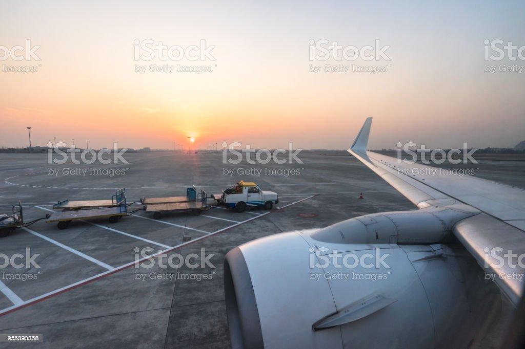 airplane in the sky - Zbiór zdjęć royalty-free (Bez ludzi)