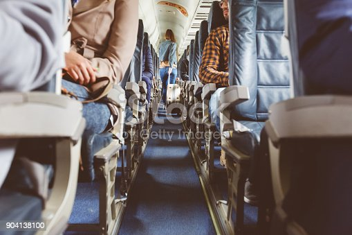Flugzeuginterieur Mit Menschen Sitzen Auf Sitze Stock-Fotografie und mehr Bilder von Abschied