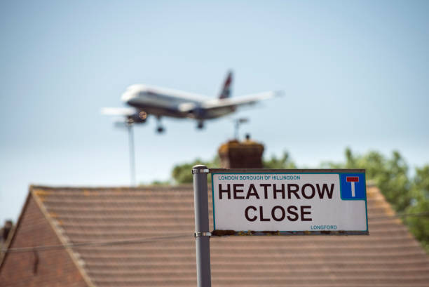 Avion en atterrissant à l'aéroport d'Heathrow, London, UK - Photo