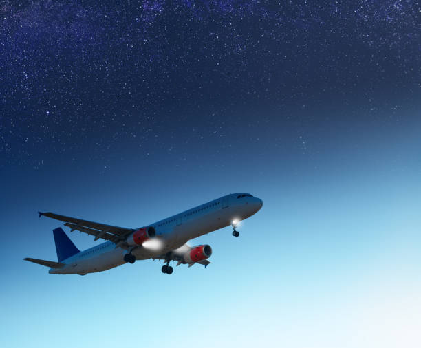 Airplane landing in the evening, stars visible - foto stock