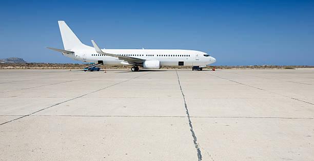 airplane loading on airport - vliegveld stockfoto's en -beelden