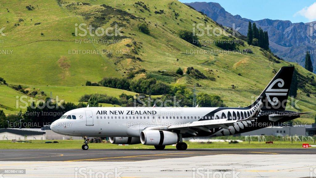 Flugzeug von Air New Zealand startet vom Flughafen – Foto