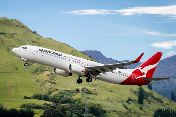 airplane of qantas airways takes off from airport - qantas foto e immagini stock