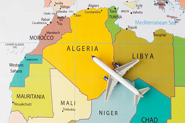 airplane on africa map - urlaub in tunesien stock-fotos und bilder