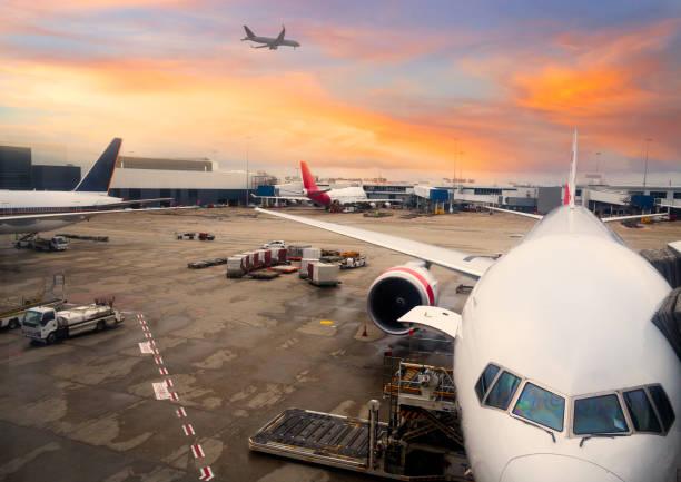 Flugzeug parken am Sydney International Airport – Foto