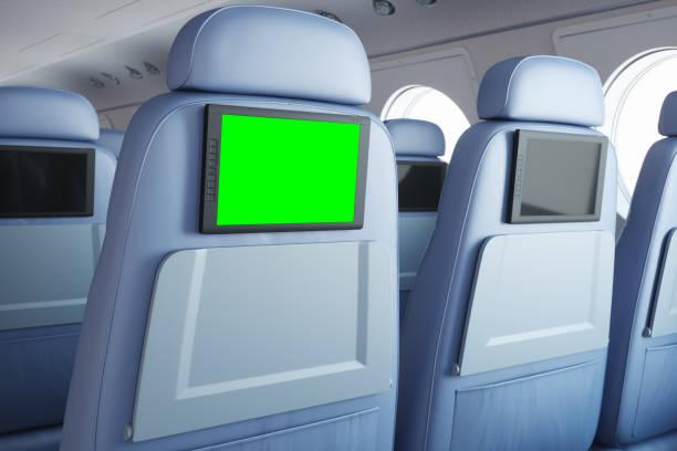 flugzeugsitz mit entertainment-system - kopfstütze stock-fotos und bilder