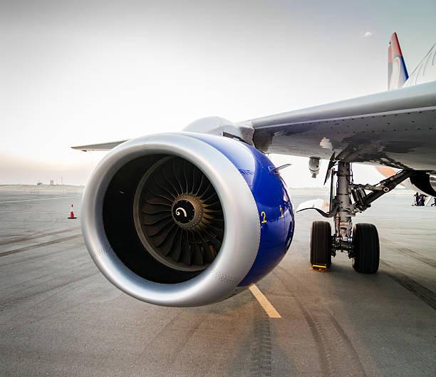 samolot turbinowy szczegóły - silnik odrzutowy zdjęcia i obrazy z banku zdjęć
