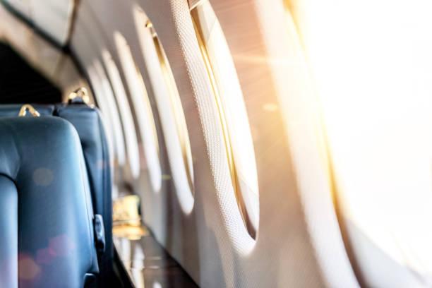 windows avião & raios solares - soldado raso - fotografias e filmes do acervo