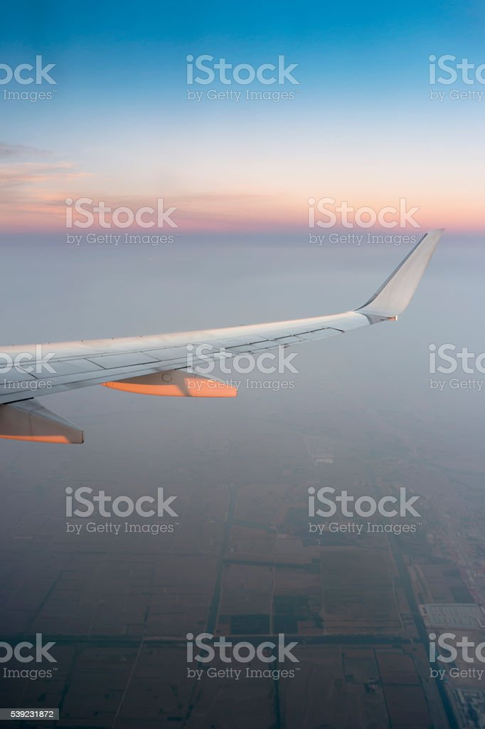 Airplane wing in the sky at North of china foto de stock libre de derechos