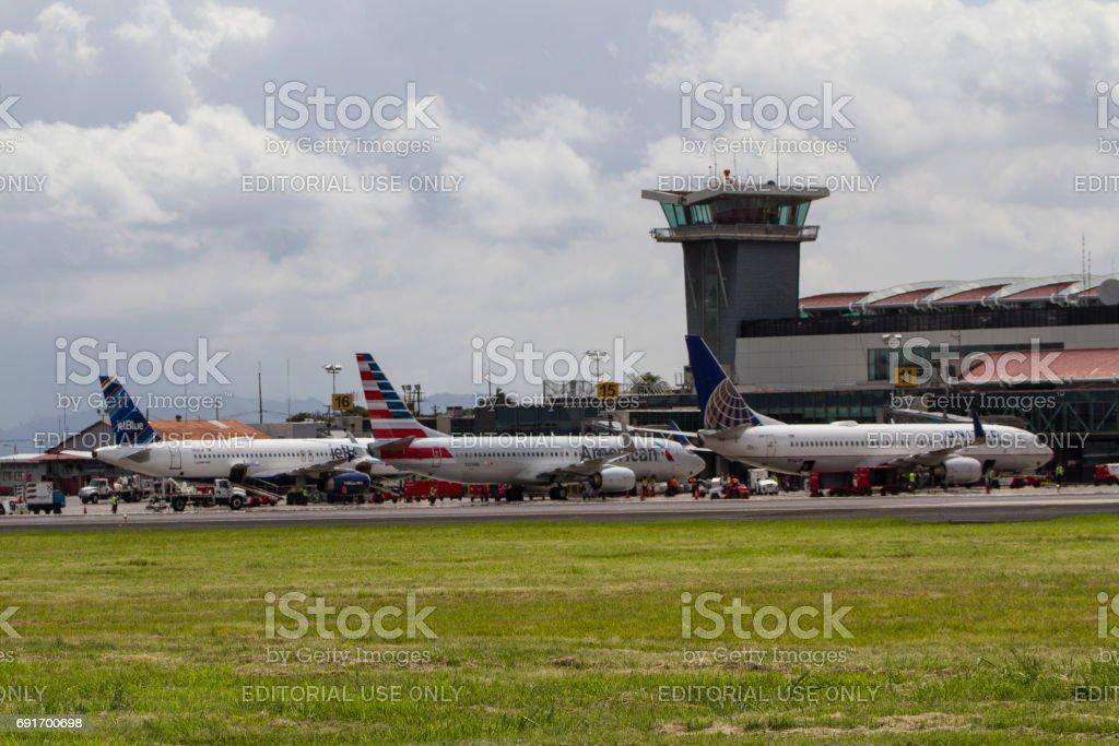 Aviones En Costa Rica Aeropuerto Juan Santa Maria - Fotografía de ...