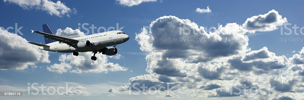 Airplanes Flying in a Blue Cloudy Sky, Side View royalty free stockfoto