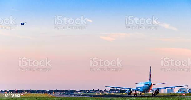 Airplanes Taking Off At Sunset Stockfoto en meer beelden van Apparatuur