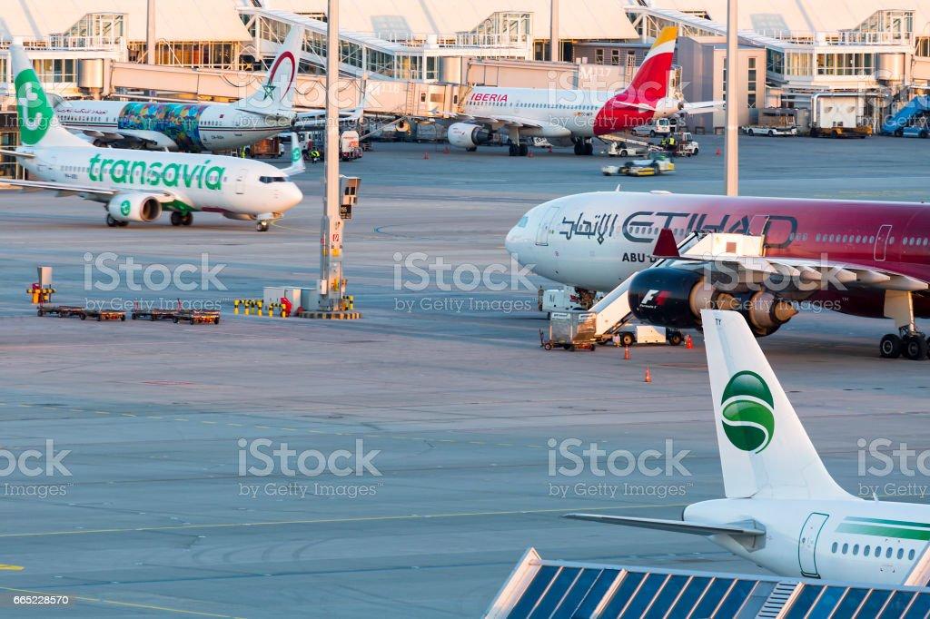 Tráfico de aviones, aeropuerto de Munich, Alemania - foto de stock