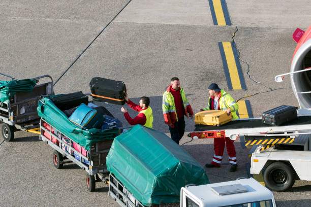 airport baggage handlers - luggage stock photos and pictures