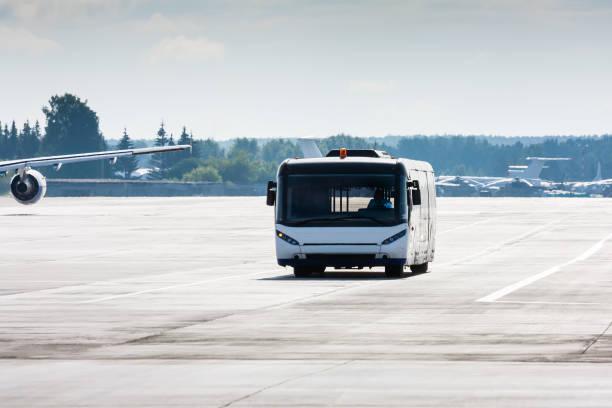 Flughafen-Bus auf die ringrollbahn – Foto