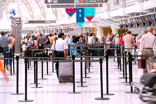 airport crowd - airport check in counter stock pictures, royalty-free photos & images