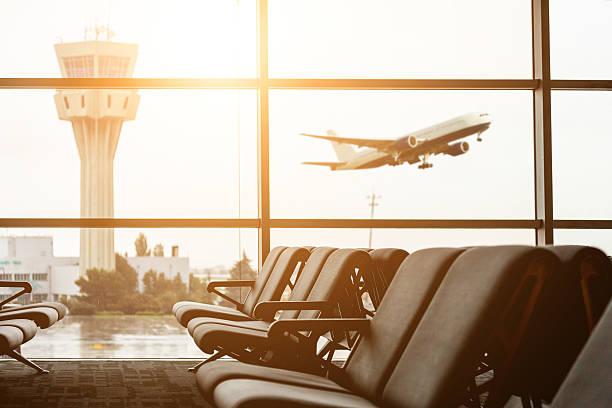 空港をご出発のすべての塔や飛行機の backgro - airport lounge ストックフォトと画像