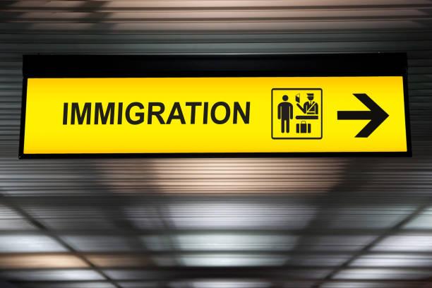 Sinal de imigração e alfândega do Aeroporto - foto de acervo