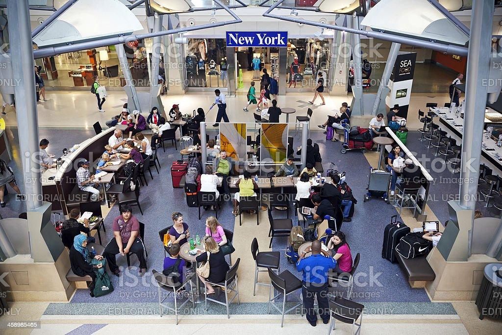 Aeropuerto de la ciudad de Nueva York #espera personas 2, XXL - foto de stock