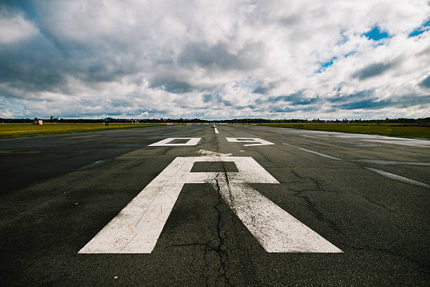 airport runway  - berlin tempelhof stock-fotos und bilder