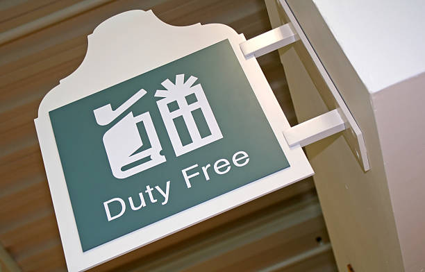 aeroporto di # 5 - cigarettes in duty free foto e immagini stock