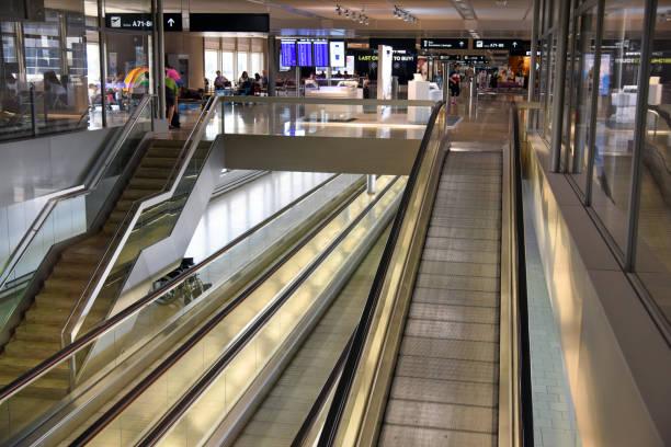 flughafen zrh-gate - zrh wiedenmeier stock-fotos und bilder