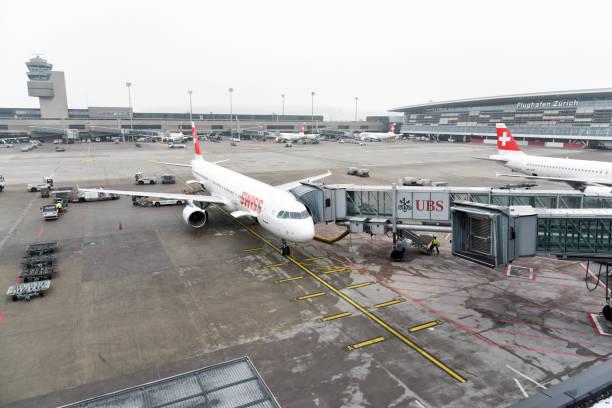 flughafen zürich zrh - zrh wiedenmeier stock-fotos und bilder