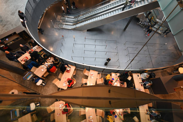 flughafen zürich zrh - restaurant - zrh wiedenmeier stock-fotos und bilder