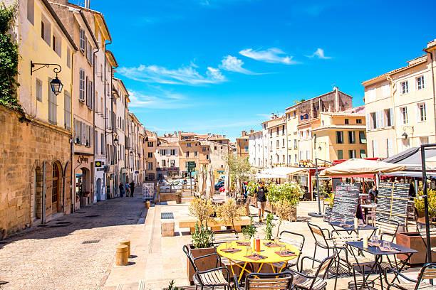 aix-en-provence city in france - aix en provence photos et images de collection