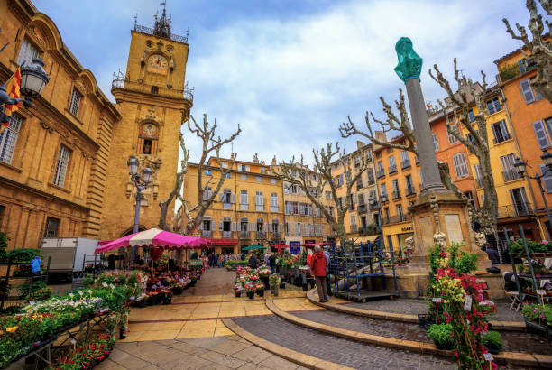 marché de la vieille ville de aix-en-provence, france - aix en provence photos et images de collection