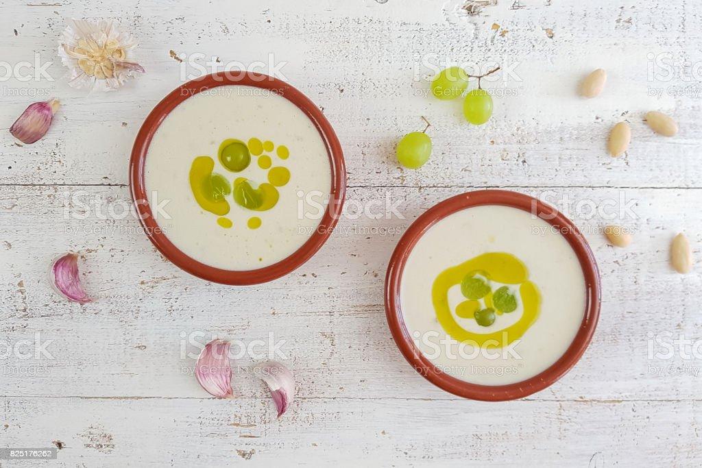 Sopa de ajo española de ajoblanco - foto de stock