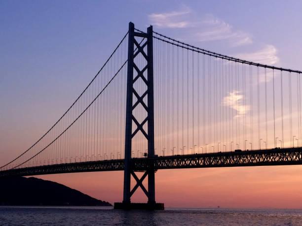 夕暮れの明石海峡大橋 ストックフォト