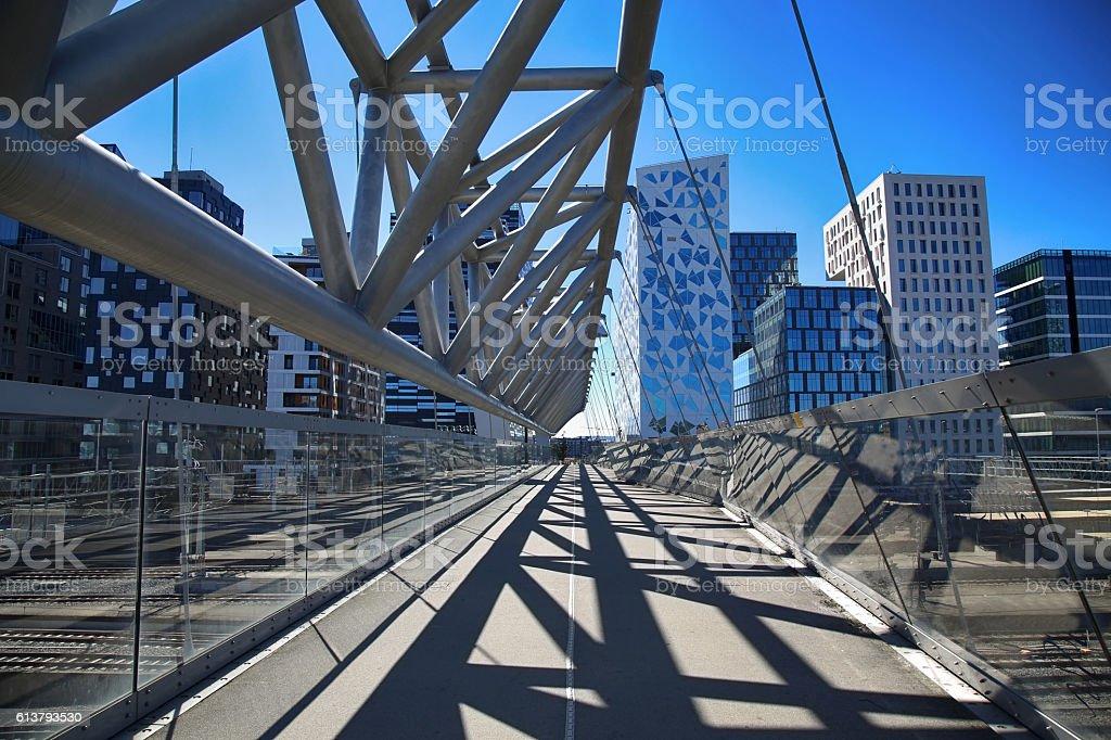 Akrobaten pedestrian bridge in Oslo, Norway foto
