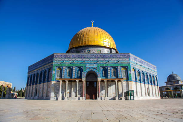 Al Aqsa Mosque on Temple Mount in Jerusalem Stunning gold and blue tiles of Al Aqsa Mosque on Jerusalem Temple Mount dome of the rock stock pictures, royalty-free photos & images