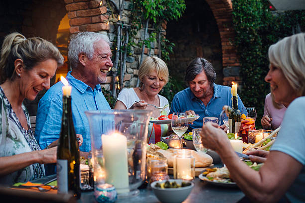al fresco dining by candlelight - toskana ferien stock-fotos und bilder